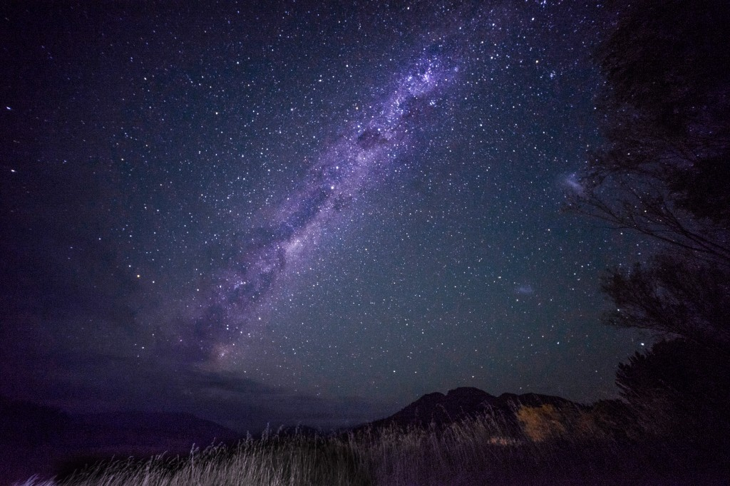 milky-way-river-valley-new-zealand